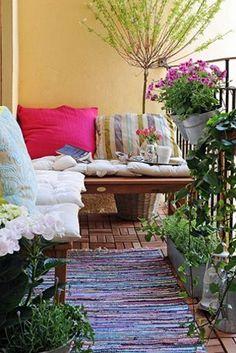Great Idea To Cozy Up An Apartment Balcony Condo Tiny Plants