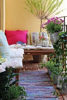 Great idea to cozy up an apartment balcony