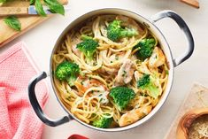 Easy One Pot Chicken and Broccoli linguine. Could easily gfree this. Air Fryer Recipes, Pasta Dishes, Food Dishes, Healthy Dinner Recipes, Cooking Recipes, Healthy Pizza, Cambells Recipes, Chicken Linguine, Campbells Soup Recipes