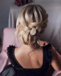 Elegant Wedding Hairstyles and Updos from tonyastylist #weddings #bride #bridal #wedding #hairstyles #weddinghairstyles #fashion #dpf