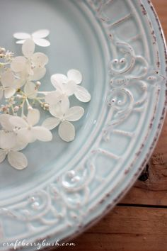 Antique Passion - mix and match pretty vintage and antique plates for interesting table settings