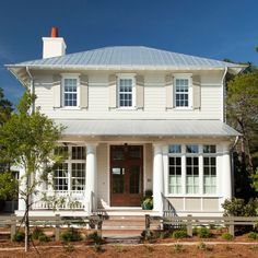 20 Favorite Exterior Paint Colors + Doors and Trim Best Exterior Paint, Exterior Paint Colors, Siding Colors, Exterior House Colors, Cottage Paint Colors, Old Victorian Homes, Victorian Decor, Creole Cottage, Painted Brick Walls