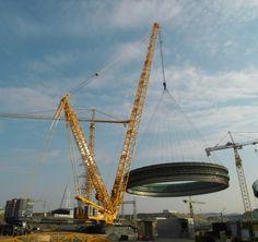 Grua Liebherr LR11350 utilizada na construção da maior arena coberta da Europa