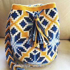 Mariya workshop Crotchet Bags, Knitted Bags, Crochet Pencil Case, Mochila Crochet, Tapestry Crochet Patterns, Clutch Pattern, Tapestry Bag, Crochet Purses, Crochet Yarn