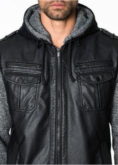 S dvojitou kapucí a mikinovými rukávy. Kapuce: 100% polyester; Vrchový materiál: 100% viskóza; Podšívka: 100% polyester; Rukávy: 100% polyester