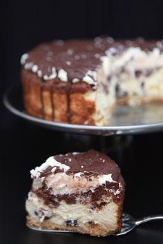 Wspaniały Sernik z Kremem i Czekoladą Baklava Cheesecake, Quiche, Tiramisu, Ale, Dessert Recipes, Food And Drink, Tasty, Sweets, Chocolate