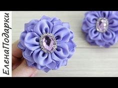 Diy Ribbon Flowers, Zipper Flowers, Kanzashi Flowers, Ribbon Art, Ribbon Hair Bows, Diy Hair Bows, Ribbon Crafts, Fabric Flowers, Ribbon Rose