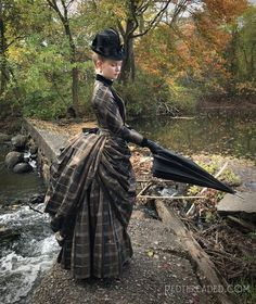 This brown and black plaid silk taffeta was originally earmarked for something but once the weather began changing in September, I decided it would make 1880s Fashion, Victorian Fashion, Vintage Fashion, Old Dresses, Pretty Dresses, Beautiful Dresses, Wedding Dress Bustle, Bustle Dress, Victorian Gown