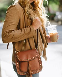You can't go wrong with shades of camel this fall season. Blogger Grace from The Stripe pairs a Dana Buchman faux-suede flyaway jacket with a Yoki tassel-detailed handbag for a chic & cozy look this fall. #KohlsLayers