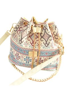 Super Cute Bag! Love the colors and the Design! Denim Blue White and Gold ROMWE | Retro Floral Print Drawstring Bag, The Latest Street Fashion