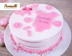 Unsere besten Keksstempel-Rezepte Sweet motif cake for baptism with fondant romper! Torta Baby Shower, 1st Birthday Cake For Girls, Juegos Baby, Confirmation Cakes, Fondant Baby, Cake Fondant, Baby Girl Cakes, Cake Factory, Just Cakes