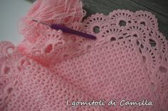 Crochet cover with V-stitch and border: the Camilla tutorials - 2019 Baby Afghan Crochet Patterns, Crochet Blanket Edging, Crochet Borders, Crochet Stitches, Knitting Patterns, Easy Crochet, Crochet Baby, Free Crochet, Knit Crochet