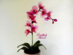 Sztuczne fioletowe kwiaty orchidei do wystroju domu.  Dopracowywać przez kwiat tkaniny nylonowej.  Floral układ
