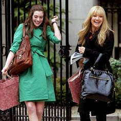 "Coach ""Gigi"" bag used by Anne Hathaway while Kate Hudson was carrying a Tod's in Bride Wars"