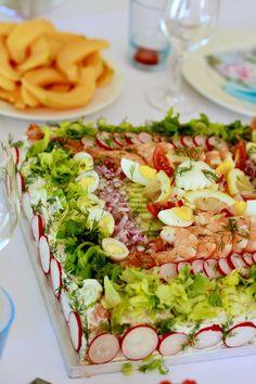 ma tarte sandwich / min Smörgåstårta  http://www.lescuisinesdegarance.com/2012/06/esprit-nordique-midsommar-au-chateau.html