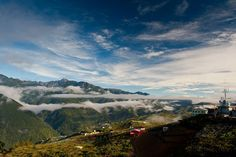 群山環繞 by Honta, via Flickr