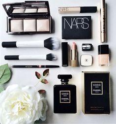 makeup, nars, and chanel Bild