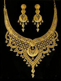 Gold Wedding Jewelry, Gold Jewelry, Short Necklace, Necklace Set, Bengali Bride, Custom Jewelry Design, Latest Jewellery, Indian Jewelry, Antique Gold