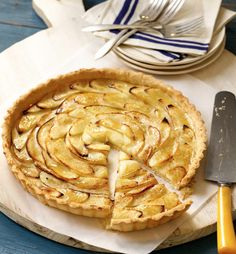Quick Cinnamon Apple Tart - This is a French-style apple #tart, not an apple pie, meaning a wedge of the tart is thinner and neater than a slice of all-American #apple pie. Try it topped with ice cream for that #delicious à la mode taste. #dessert