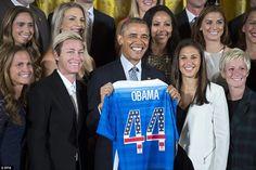 Todos os sorrisos: O presidente ficou satisfeito após ter sido dada uma camisa de futebol,...