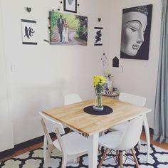 Mix matching chairs in the dining room because apparently a new year has inspired me to get new stuff... For everywhere!  #diningroom #xo #kisshug #newchairs #ghostvase #flowers #blooms #sunday #sundaymorning #easylikesundaymorning #cleaningday #blackandwhite #monochrome #abmathome #nothingisordinary #nothingisordinary_ #thehappynow #thatsdarling #wandeleurspark #pocketofmyhome by mumma2bnw