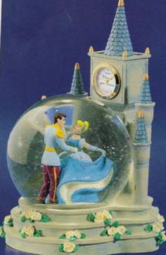 Disney Snowglobes Collectors Guide: Cinderella clock tower snowglobe