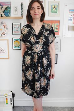 What Katie Sews Blogging about the Akinori dress. This is a very pretty version of the dress. Te PDF sewing pattern for this dress is just five pattern pieces!