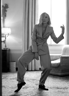 jillian banking Cate Blanchett strikes a pose in Armani at the 2019 Tap the link in bio to see more of your favorite A-listers Cate Blanchett Carol, Greg Williams, Celebrity Photographers, Chef D Oeuvre, Monochrom, Iconic Women, Strike A Pose, Celebrity Crush, Suits For Women
