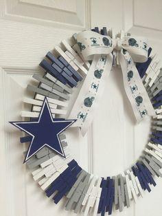 Dallas Cowboys Wreath by RexFamilyShop on Etsy Dallas Cowboys Crafts, Dallas Cowboys Party, Cowboys Gifts, Dallas Cowboys Wreath, Football Crafts, Dallas Cowboys Baby Shower Ideas, Wooden Clothespin Crafts, Clothespin Cross, Sports Wreaths