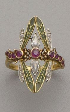 An Art Nouveau gold, plique-à-jour enamel, diamond and ruby ring. - An Art Nouveau gold, plique-à-jour enamel, diamond and ruby ring. Designed as two dragonflies with - Art Deco Schmuck, Bijoux Art Nouveau, Art Nouveau Jewelry, Schmuck Design, Jewelry Art, Antique Jewelry, Vintage Jewelry, Jewelry Accessories, Fine Jewelry
