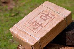 1999 лет органическая вес потерять пуэр чай, дикий старое дерево пу эр с листья бамбука упаковка 500 г бесплатная доставка