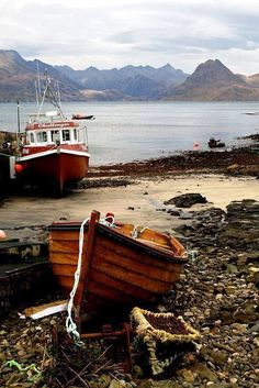 Elgol Elgol is a village on the shores of Loch Scavaig towards the end of the Strathaird peninsula in the Isle of Skye, in the Scottish Highlands.