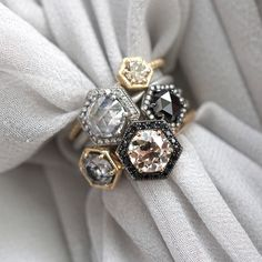 Rock tradition with black diamonds, unique shapes and Rose Cut stones