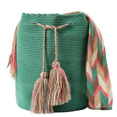 comprar bolso wayuu en madrid, wayuu, croche, bolsos hecho a mano, producto… Crochet Art, Tapestry Crochet, Crochet Patterns, Ankara Bags, Mochila Crochet, Best Bags, Crochet Purses, Knitted Bags, Handmade Bags