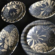 """594 Me gusta, 18 comentarios - Nicole Pepper (@modhome.ceramics) en Instagram: """"#pottery #clay#floraldesign #sgraffito hope this brings some joy to your day! Blessings!"""""""