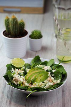 Spinat Avocado Salat mit Hüttenkäse