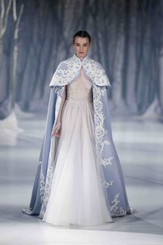 Paolo Sebastian Autumn/Winter Couture Collection looks almost like from century Medieval Dress, Medieval Gothic, Medieval Wedding, Gothic Steampunk, Victorian Gothic, Steampunk Fashion, Gothic Lolita, Pretty Dresses, Beautiful Dresses