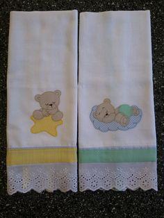 Fraldas personalizadas belíssimas. Confeccionadas com fraldas 100% algodão. Uma fralda dá duas pequenas, então são quatro camadas, proporcionando maciez e conforto ao seu bebê. Entre em contato e escolha o tecido e o desenho. Veja o que tenho disponível