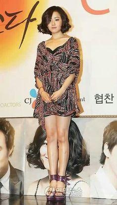 Moon geun young Korean Beauty Standards, Moon Geun Young, Straight Eyebrows, Cabello Hair, Under Eye Bags, Large Eyes, Flawless Skin, Korean Fashion, Short Hair Styles