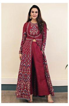 Indian Designer Suits, Indian Fashion Designers, Indian Gowns Dresses, Pakistani Dresses, Bridal Anarkali Suits, Pakistani Suits, Top Fashion, Fashion Dresses, Fashion Usa