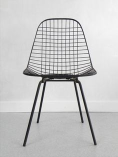 EAMES, DKX WIRE SIDE CHAIR: long gone from etsy, but still awesome to look at and keep searching room design house design design ideas interior design 2012 room design White Seat Pads, Chair Design, Furniture Design, Wire Chair, Style Deco, Take A Seat, Mid Century Modern Furniture, Antique Furniture, Vintage Design