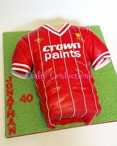 e870cbc2b 20140531 111558 wm Liverpool football jersey cake