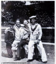 """<Sailors in Montreal> On the back of that picture, we can read """"Montreal, 1940"""". The seems like pretty good friends! /// À l'endos de la photo, on peut lire """"Montreal, 1940"""". Ces marins ont l'air d'avoir beaucoup de plaisir ensemble! #montreal375 #bromance #sailors #ww2"""