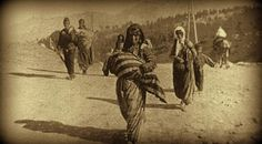 Will Turkey Repeat Genocide Of Christians? On Anniversary, Obama Still Avoids Calling Islamic Massacre Of Armenians By It's Real Name -(image) An Armenian woman forced to march in the desert carrying her child Armenian History, Armenian Culture, Obama Failures, 24 Avril, Religion, Papa Francisco, Ottoman Empire, Persecution, Human Rights