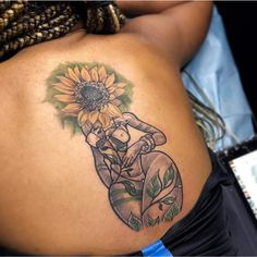 Image may contain: one or more people and closeup Dope Tattoos, Girly Tattoos, Tattoos Skull, Spine Tattoos, Pretty Tattoos, Beautiful Tattoos, Body Art Tattoos, Sleeve Tattoos, Tatoos