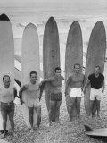 Men Surfing at Waikiki Club Reproduction photographique sur papier de qualité