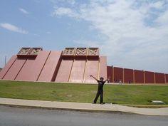 Acabo de compartir la foto de Henry Ruiz Campos que representa a: Museo Señor de Sipan