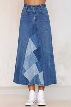 After party vintage palmina denim skirt skirts after party skirtsLong Jeans Skirt Made to Order Long Ella Denim SkirtShop denim skirts in any style at Nasty Gal from frayed to embroidered, distressed and more.Fairly simple but adds so much. Sewing Clothes, Diy Clothes, Sewing Jeans, Denim Fashion, Skirt Fashion, Paris Fashion, Denim Ideas, Denim Crafts, Recycle Jeans