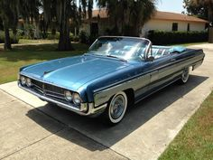 Do you want a full size convertible that has original shapes, and which is very good condition? This Oldsmobile Starfire Convertible from 1962 is prepared for the highways!