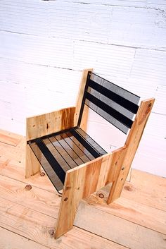 Comfy seat made out of #upcycled #pallets and #fridge parts.